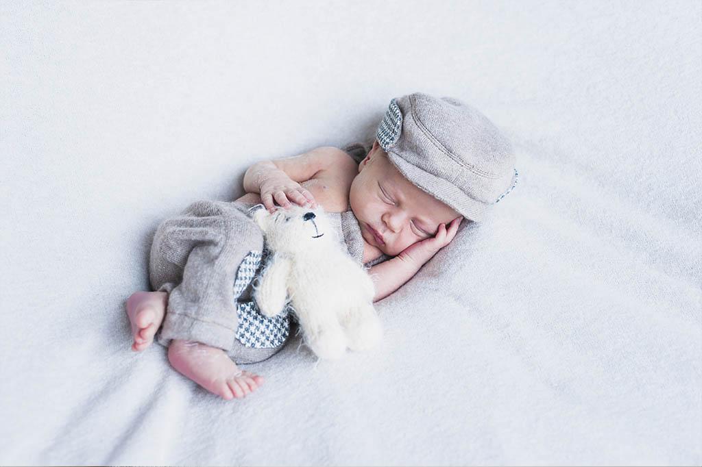 yeni dogan bebek ne kadar uyumali