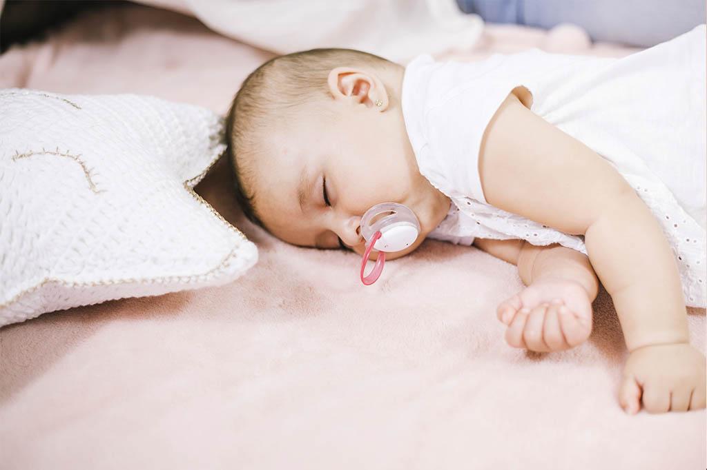 bebek-ne-zaman-emzik-kullanmaya-baslamali-eniyikadin