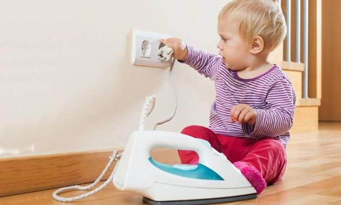 bebekler-buyurken-evde-alinmasi-gereken-onlemler