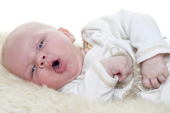 bebeklerde-oksuruk-neden-olur-nasil-gecer