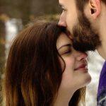 Bir erkeği kendinize aşık etmenizin 9 yolu!