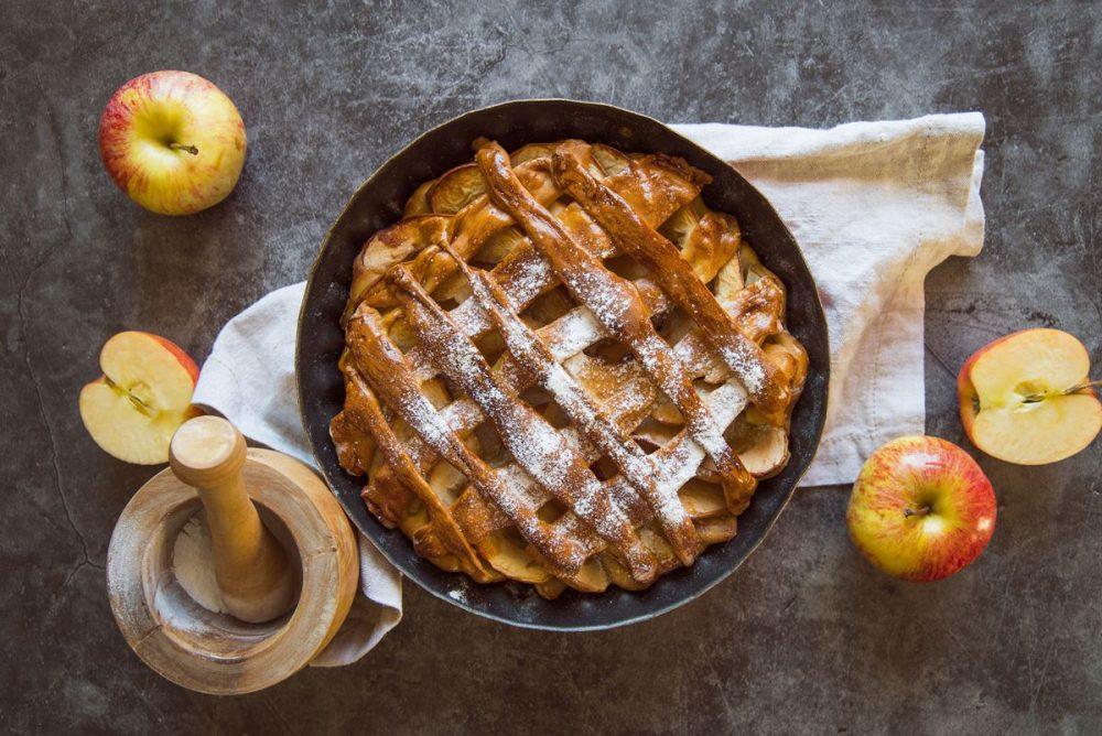 Elmalı tart yapmak için gerekli olan malzemeler nelerdir? Elmalı tart nasıl yapılır?