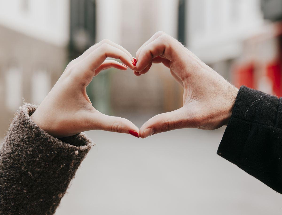 Bir erkeği kendinize nasıl aşık edersiniz?